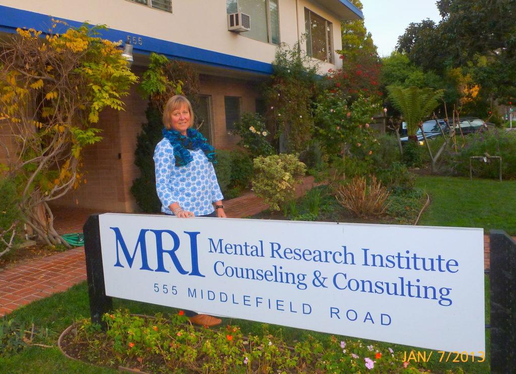 Karin Schlanger devant le MRI à Palo Alto